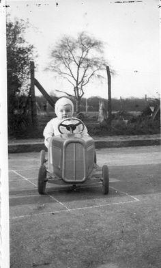 pedal car vintage photography pinterest voitures p dales photos anciennes d 39 enfants et. Black Bedroom Furniture Sets. Home Design Ideas