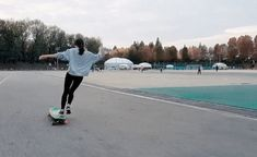 Watching This Woman Dance Whilst Longboarding Is Totally Mesmerising. Longboarding taken to another level.