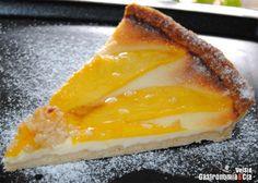 Sea para un desayuno caprichoso, para servir como postre o en la merienda, esta tarta de queso y mango es una receta que satisfará los paladares más exigentes, combina sabores suaves, texturas cremosas, tiernas y crujientes, y además resulta ligera. Y no sólo eso, la elaboración es muy sencilla, incluyendo la elaboración de la masa base, únicamente es un proceso largo por los tiempos de refrigerado y de cocción.La Tarta de queso con mango al amaretto es un dulce que nos ofrece también…
