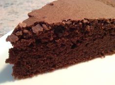 Ingredients: 200 g Nestlé dark chocolate 100 g butter 4 large eggs (or 5 small) 140 g caster sugar ½ sachet baking powder 100 g flour 4 to 5 tablespoons milk Preparation … Fall Dessert Recipes, Cake Recipes, Snack Recipes, Fluffy Chocolate Cake, Apple Snacks, Zucchini Bread Recipes, Cake & Co, Cake Trends, Cupcakes