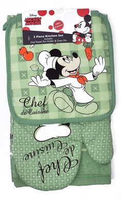 Disney Mickey and Minnie Mouse prints on three piece kitchen sets. Each set includes an Oven Mitt, Pot Holder, and Dish Towel. Each set includes Oven Mitt, Pot Holder and Dish Towel. Mickey Mouse 2013, Cozinha Do Mickey Mouse, Mickey Mouse Kitchen, Mickey Love, Minnie Mouse Pink, Mickey And Friends, Disney Kitchen Decor, Disney Home Decor, Walt Disney