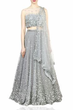 Want to buy Indian designer bridal Lehenga and personalized designer Lehenga Online? Get Latest Lehenga Designs Online Shopping at Carma Online Shop. Shop Now or step in to our nearest store to check the collection. Indian Bridal Outfits, Indian Designer Outfits, Designer Dresses, Party Wear Lehenga, Party Wear Dresses, Bridal Dresses, Homecoming Dresses, Lehnga Dress, Lehenga Choli