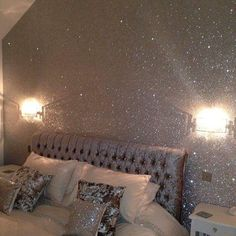 35 Lovely Glitter Wall Paint Ideas For Beautiful Bedroom - Any little girl will love Fairy bedroom décor. She will be able to create her own magical world in which to pursue her hopes and dreams. Making her ro. Glitter Wallpaper Bedroom, Glitter Bedroom, Glitter Paint For Walls, Sparkle Wall Paint, Silver Paint Walls, Glitter Home Decor, Glitter Paint Interior, Wallpaper Roll, Wallpaper Backgrounds