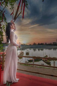 Vietnamese Traditional Dress, Vietnamese Dress, Traditional Dresses, Bridal Robes, Bridal Lingerie, Honeymoon Lingerie, Sexy Asian Girls, Beautiful Asian Girls, Vietnam Girl