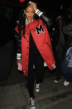 Street style: Rihanna rocked her usual casual attire with lashings of red lipstick to matched her oversized baseball jacket 19 2 Rihanna Street Style, Street Style 2014, Rihanna Love, Rihanna Fenty, Rihanna Outfits, Rihanna Fashion, Look Fashion, Fashion 2014, Street Fashion