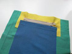 (See English version below) Innentaschen mit Reißverschluss sind wirklich sehr praktisch und hilfreich. Fast immer, wenn bei meinen Nähanleitungen und Schnittmustern ein Innenfutter vorhanden ist, …