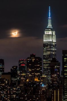 New York City Feelings - View of Empire State Building and the moon before...