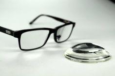 Vékonyítás nélküli nyers lencsét keres? Megtalálta! https://optikshop.hu/blog/szemuveg/1000-es-dioptria-nyers-lencse-vs-vekonyitott-lencse-