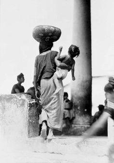 155 TINA MODOTTI Frau mit Kind beim Markt Tehuantepec 1929