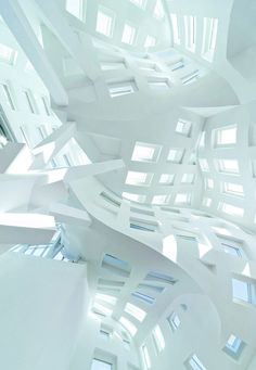 Lou Ruvo Center for Brain Health. Architecture by Frank Gehry. Chinese Architecture, Futuristic Architecture, Amazing Architecture, Contemporary Architecture, Art And Architecture, Architecture Details, Contemporary Building, Frank Gehry, Pompidou Paris