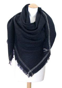 Châle-Poncho. Châle carré en laine noir surpiqûres. mesecharpes.com · Chale fd8a9fd18b5