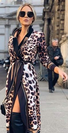 Fashion Tips For Women Winter Glamour total! Look em animal print mara! Animal Print Fashion, Animal Print Dresses, Fashion Prints, Animal Print Style, Fashion Moda, Fashion Week, Womens Fashion, Fashion Tips, City Fashion