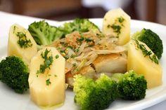 Bacalhau grelhado com brócolis e batata