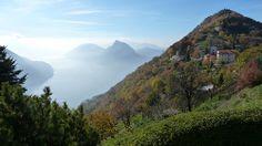 Le San Salvatore dans la brume au milieu, le Monte Brè à droite