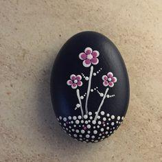 Rock Painting Patterns, Rock Painting Ideas Easy, Dot Art Painting, Rock Painting Designs, Pebble Painting, Pebble Art, Stone Painting, Mandala Painted Rocks, Painted Rocks Craft