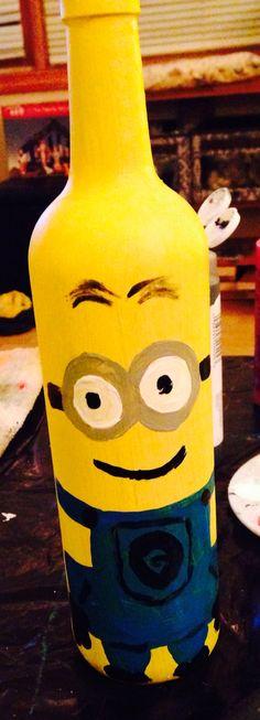 #minion #wine Wine Bottle Crafts, Wine Bottles, Minion Glasses, Redneck Wine, Painted Bottles, Minion Birthday, Bottle Painting, Craft Sale, Teacher Gifts