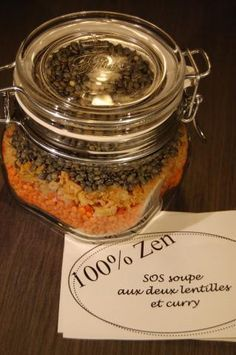 SOS soup with two lentils and curry in a jar Mason Jar Meals, Meals In A Jar, Mason Jar Diy, Sos Recipe, Soup In A Jar, Food Hampers, Gourmet Gifts, Homemade Soup, Jar Gifts