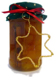 Try this scrumptious dried apricot jam recipe spiced with cinnamon. It makes a great gift, and the best thing is that you can make it all year round. Easy Homemade Christmas Gifts, Homemade Food Gifts, Edible Gifts, Homemade Sauce, Dried Apricot Jam Recipe, Apricot Jam Recipes, Jar Food Gifts, Apple Chutney, Chutney Recipes