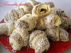 Arome si culori : Cornulete bicolore Romanian Desserts, Romanian Food, Doughnut, Cake Recipes, French Toast, Muffin, Food And Drink, Sweets, Cookies