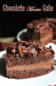 Recipe for rich chocolate mousse cake Chocolate Chip Pound Cake, Chocolate Deserts, Chocolate Mousse Cake, Dark Chocolate Cakes, Pudding Cake, Cake Ingredients, Easy Cake Recipes, Cupcake Cakes, Cupcake Ideas