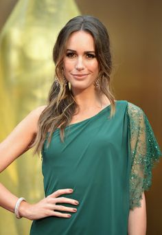 At the 86th Oscar Edition, the presenter and fashion expert, Louise Roe wears Alborio, a greek dress, bottle-green, made of silk with lace and strass details by Pronovias. #redcarpet #style #fashion #stars #celebreties #oscar #louiseroe #alborio #dress #greekdress #bottlegreen #silk #lace #strass #pronovias @Pronovias