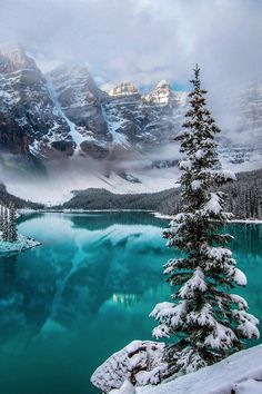 The world's most beautiful places to spend Christmas is part of Winter scenery - Where to find the best Christmas travel location Lago Moraine, Winter Landscape, Landscape Photos, Canada Landscape, Sky Landscape, Mountain Landscape, Beautiful World, Beautiful Places, Beautiful Scenery