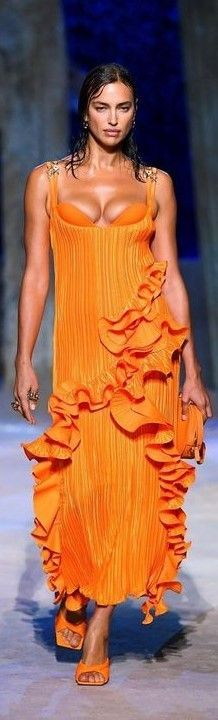 Fashion Show, Fashion Outfits, Atelier Versace, Orange Crush, Summer Dresses, Formal Dresses, Ready To Wear, Hair Makeup, Runway