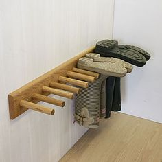 Old wood can be used to make welly / boot rack boot room! Garage Organization, Garage Storage, Organization Ideas, Diy Garage, Utility Room Storage, Organized Garage, Garage Entry, Garage Signs, Storage Spaces