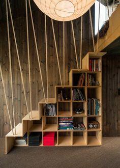 Bibliothèque escalier design en 8 exemples contemporains #loft #klum #meubleescalier #stairs #meubleétagère #blanc #noir #gain