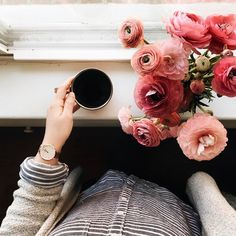 886 vind-ik-leuks, 91 reacties - lisa nightingale (@darlingnightingale) op Instagram: 'Happy first day of spring! Ollie is napping, I'm sipping on hot coffee & I just posted on my blog…'