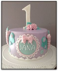 Tortas de cumpleaños para niñas de 1 año | IMAGENES DE TORTAS DECORADAS 1st Birthday Cake For Girls, Creative Birthday Cakes, Cupcake Birthday Cake, Cupcake Cakes, Simple Fondant Cake, Fondant Cakes, Homemade Fondant, Cake Cafe, Baby Girl Cakes