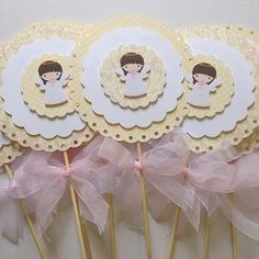 Baptism Candle, Baptism Favors, Baby Crafts, Diy And Crafts, Paper Crafts, Candy Bar Bautizo, Baby Girl Car Seats, Angel Crafts, Trendy Baby