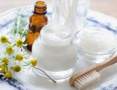 Latte detergente fai da te per il viso a base di camomilla