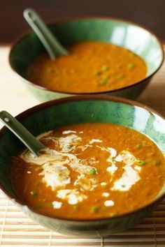 Spicy coconut lentil soup this coconut-lentil soup is vegan and gluten-free. Pureed Food Recipes, Veggie Recipes, Real Food Recipes, Soup Recipes, Healthy Recipes, Vegan Soups, Vegan Dishes, I Love Food, Good Food