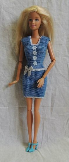 crochet barbie doll clothes for beginners Crochet Short Dresses, Crochet Doll Dress, Crochet Barbie Clothes, Crochet Barbie Patterns, Barbie Clothes Patterns, Clothing Patterns, Barbie Et Ken, Barbie Doll, Knitting Dolls Clothes