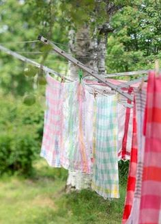laundry drying - Wish I had a sunny spot for a clothes line. Country Farm, Country Life, Country Girls, Country Living, Country Style, Country Roads, What A Nice Day, Laundry Drying, Laundry Baskets