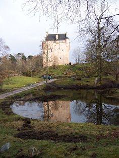 Kinlochaline Castle [https://s-media-cache-ak0.pinimg.com]
