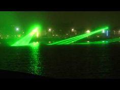 Un show de láser que se realizó en Weymouth Bay, Inglaterra por Claire Oboussier y Vong Phaophanit.
