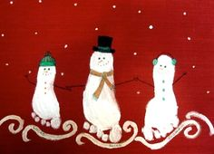 Cute footprint snowmen- this would be a fun kiddo craft and the grandparents would eat. This. Up.