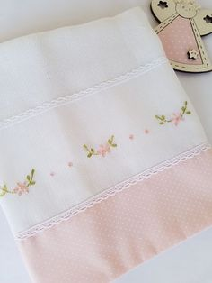 This Pin was discovered by Rit Hand Embroidery Flowers, Baby Embroidery, Embroidery Needles, Hand Embroidery Patterns, Machine Embroidery, Embroidery Designs, Baby Sheets, Baby Bedding Sets, Cross Stitch Baby