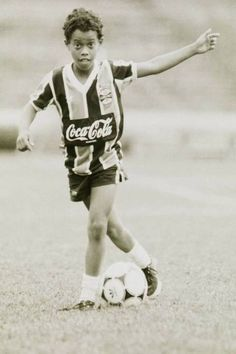 Young Ronaldinho at Grêmio Brasil, you could see his happiness Brazil Football Team, Ronaldo Football, Best Football Players, Football Is Life, Football Boys, Football Jerseys, Soccer Players, Foot En Direct, Match En Direct