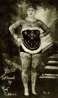 Bertie The Tattooed Lady, tattooed by Charles - Alte Fotos von Tatoos - Old Tattoos, Body Art Tattoos, Vintage Tattoos, Tatoos, Woman Tattoos, Old Photos, Vintage Photos, Vintage Ideas, Tattoo Passion