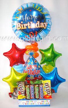 Arreglo de cumpleaños con globos y chocolates www.globygift.com Gift Bouquet, Candy Bouquet, Balloon Bouquet, Birthday Candy, Birthday Gifts, Happy Birthday, Balloon Centerpieces, Balloon Decorations, Birthday Bouquet