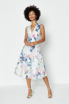 From mini to midi to maxi, your dream dress is waiting at Coast. Discover all the dresses you'll love in our new-season collection. Dress Collection, Event Dresses, Floral Dresses, Latest Dress, Dream Dress, Midi Skirt, Prints, Waiting