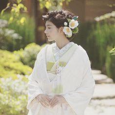 【和×レトロモダン】カラフルでオシャレな和風ウエディングを♡ Kabuki Costume, Traditional Wedding Attire, Japanese Kimono, Ruffle Blouse, Kawaii, Costumes, Bridal, Victorian, Dresses