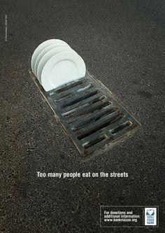 """""""Muchas personas comen en la calle""""  Ingeniosa e inteligiente pieza publicitaria que utiliza el medio urbano para transmitir más eficazmente el mensaje - - Bank Food #creatividad #publicidad"""