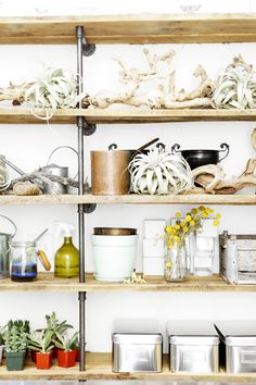 i have been seeing this shelf everywhere and quickly becoming obsessed with it!    (Rue Magazine, photo credit unknown)