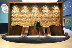 Lengthy delays are now the stuff dreams are made of, as Auckland's airport gets a showy new design hotel in Naumi Auckland Airport. Hotel Reception Desk, Reception Desk Design, Lobby Reception, Reception Counter, Hotel Lobby Design, Rio Tamesis, Lobby Lounge, Front Desk, Front Office