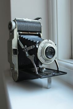 Amassing classic camera is typically a fun technique to gain information about background and photographic. While you are people are enhancing to contradictory, picture cameras commonly are not old enough to consider old Antique Cameras, Old Cameras, Vintage Cameras, Canon Cameras, Canon Lens, Movie Camera, Camera Lens, Leica Camera, Nikon Dslr