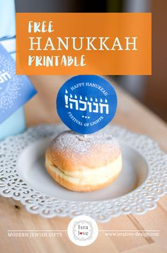 Isn't this Sufganiyot Topper adorable? Free Hanukkah craft printable available at Isralove. Including Chanukah gift tags, and a free Hanukkah card! Hanukkah Crafts, Hanukkah Food, Hanukkah Decorations, Arte Judaica, Jewish Gifts, Craft Free, Festival Lights, Toddler Gifts, Holiday Tables